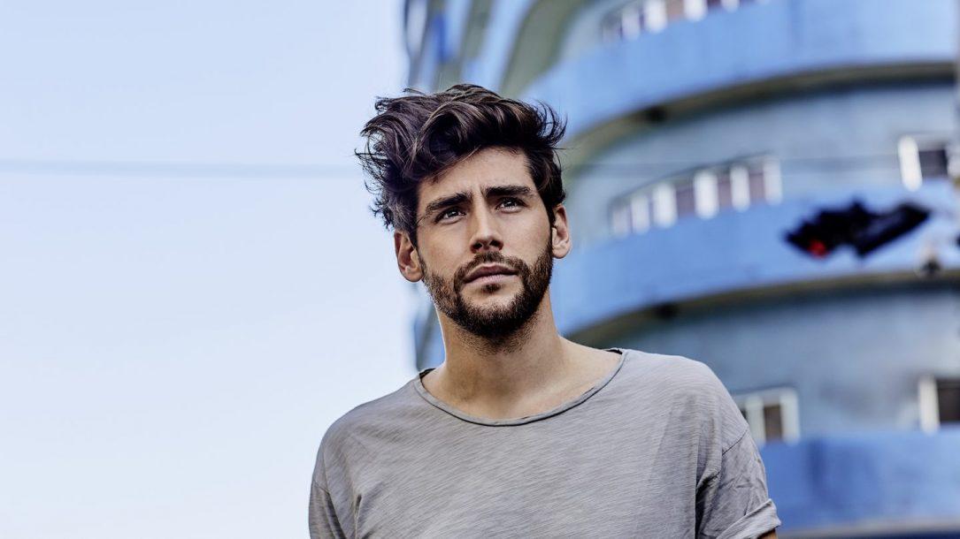 """Alvaro Soler è sulla cover del numero di luglio/agosto di Billboard Italia. Il suo ultimo successo è """"La Cintura"""""""