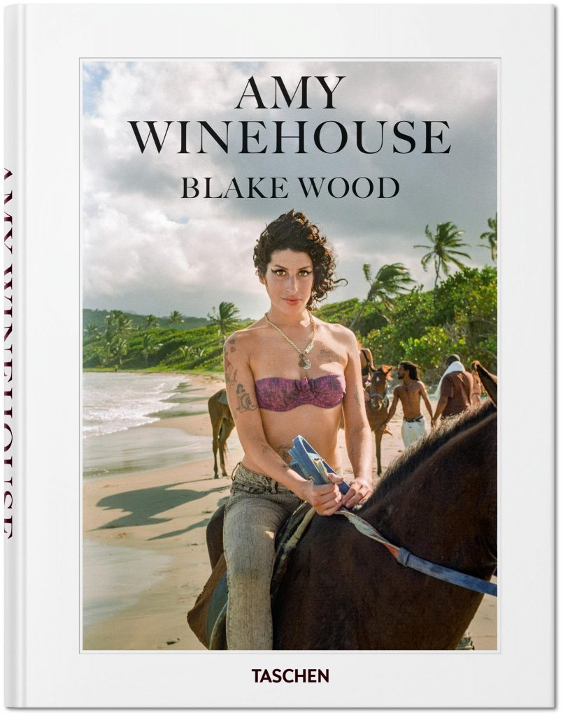 "La cover del libro ""Amy Winehouse - Blake Wood"" in libreria per Taschen"