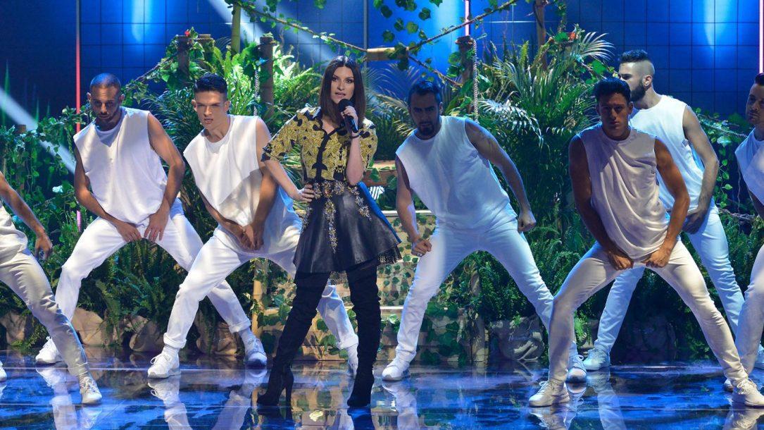 """Laura Pausini live durante la finale di Factor X in Spagna. Il suo """"Fatti Sentire World Tour"""" passerà anche da lì"""
