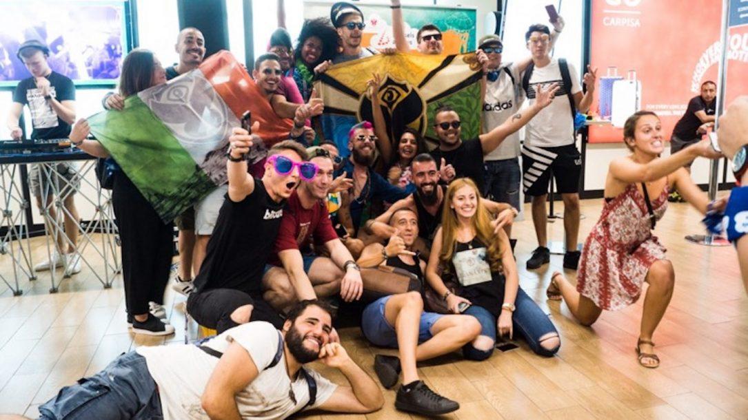 Un momento del Gate Party a Fiumicino, prima della partenza per il Tomorrowland ad Anversa