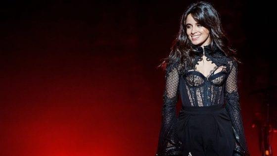 """Camila Cabello ha cantato """"Can't Help Falling in Love"""" a Toronto. Il 16 ottobre ha invece duettato con Bazzi in """"Beautiful"""""""