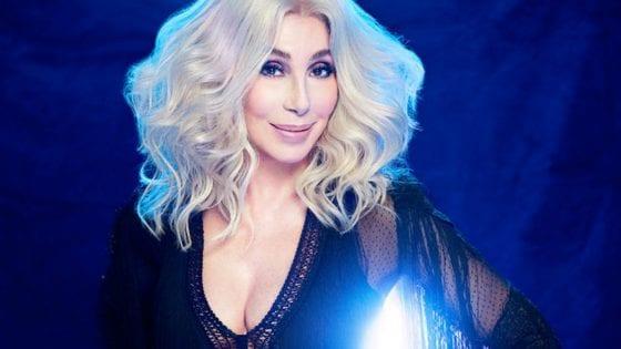 """Cher ha pubblicato la sua cover di """"Gimme! Gimme! Gimme!"""" degli ABBA"""