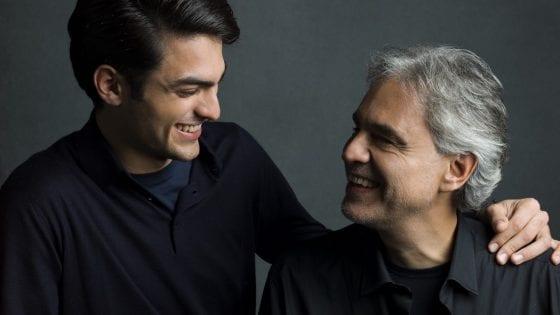 """Andrea Bocelli insieme al figlio Matteo. Il disco """"Sì"""" ha debuttato alla #1 in Inghilterra: è record!"""