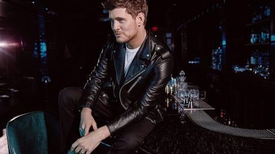 """Michael Bublé ha annunciato l'uscita di un nuovo album, che ha come titolo un'emoticon! Il primo singolo estratto è """"Love You Anymore"""""""