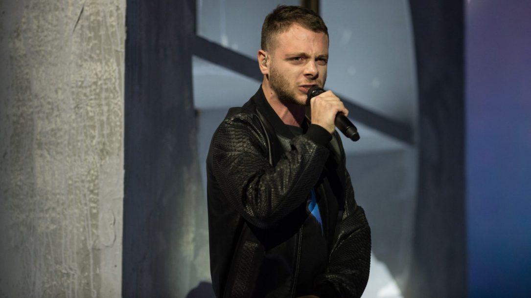 Anastasio ha emozionato il pubblico dell'X Factor Arena con il suo inedito. Ecco il resoconto della puntata dove i talenti hanno presentato gli inediti