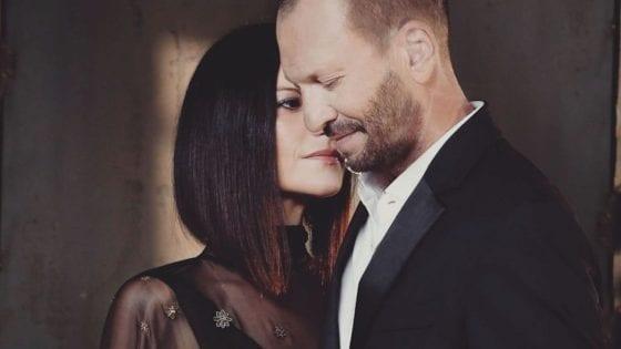 """Laura Pausini ha pubblicato una nuova versione de """"Il Coraggio di Andare"""" insieme a Biagio Antonacci. Anticipa il nuovo progetto """"Fatti Sentire Ancora"""""""