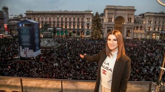 Laura Pausini: l'evento in piazza Duomo a Milano per l'incontro con i fan ha registrato oltre 25mila presenze