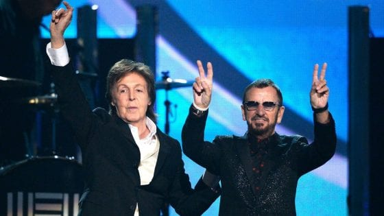 "Paul McCartney: l'esibizione di ""Get Back"" con Ringo Starr e Ronnie Wood"